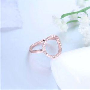 Gold circle diamond ring